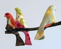 DIY faire un oiseau en tissu..  http://www.spoolsewing.com/blog/wp-content/uploads/2008/06/birdpattern1-1.pdf
