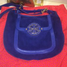 Tory Burch Amanda Authentic Tory Burch Amanda comes with a long strap and  you can wear it crossbody too Royal blue very pretty. Used it a handful of times Really good condition!!! Tory Burch Bags
