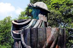 VIDEO: A punto de caramelo la estatua de Colón en Arecibo | Mira...