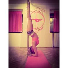 #polehandstand • Foto e video di Instagram