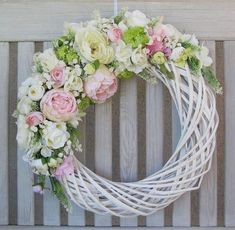 spring wreath with birdhouses Easter Wreaths, Christmas Wreaths, Straw Wreath, Deco Floral, Diy Wreath, Door Wreaths, Wreaths For Front Door, Summer Wreath, How To Make Wreaths