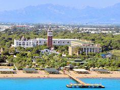 Venedik'in yapıları Antalya'nın denizi ile birleşiyor, Venezia Palace De Luxe Resort Hotel ile yazdan kalma bir tatil sunuyor.