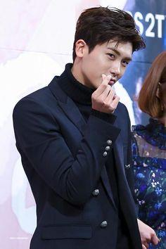 Park Hyung Sik.. eyes glance...hemmm