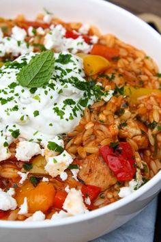 Griekse kip orzo in 2019 Lunch Snacks, Luxury Food, Greek Dishes, Sauce Tomate, Tapas, Mediterranean Recipes, Greek Recipes, Food Inspiration, Love Food