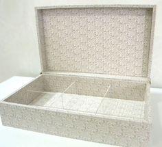 Caixa de Bijoux com divisória de acrílico http://www.elo7.com.br/atelieraraujo