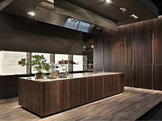 Cuisine intégrée avec îlot sans poignées Collection W75 by Rossana | design Massimo Castagna