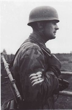 An Oberfeldwebel,senior NCO, of the paratroops overlooking the terrain. Russia, fall 1941.