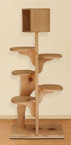 青森ヒバの無垢材一枚板を使ったキャットタワー。キャットツリー ひぐらし支柱1本ハウス付きタイプ