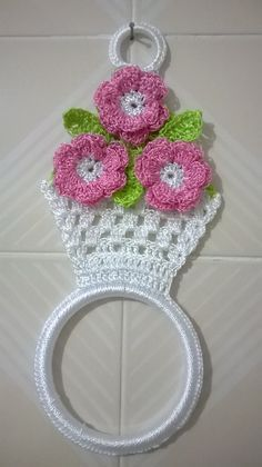 free honeymoon cottage potholder easy crochet pattern for a pot holder see more at httpwwwantiquecrochetpatternscomhoneymoon cottage potholderhtmlsthashrettnxefdpuf - PIPicStats no pattern image only This Pin was discovered by gai Strawberry is so sweet n Crochet Flower Patterns, Crochet Motif, Crochet Designs, Crochet Doilies, Crochet Flowers, Crochet Ideas, Crochet Kitchen, Crochet Home, Crochet Gifts