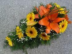 Cemetery Flowers, Arte Floral, Gerbera, Ikebana, Funeral, Floral Arrangements, Diy And Crafts, Wreaths, Flower Decoration