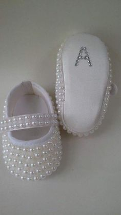 1 million+ Stunning Free Images to Use Anywhere Felt Baby Shoes, Cute Baby Shoes, Crochet Baby Shoes, Baby Girl Shoes, Cute Baby Clothes, Baby Shoes Pattern, Shoe Pattern, Baby Sewing Projects, Sewing For Kids