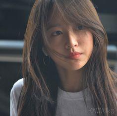 Gimpo Airport off to Japan 🌹🇯🇵 Perfection 😍 . Korean Beauty, Asian Beauty, Japanese Short Hair, Straight Hairstyles, Cool Hairstyles, Black Hair Makeup, Ahn Hani, Ulzzang Hair, Girl's Day Yura