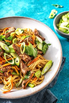 This classic ginger beef stir-fry recipe is made easy with the addition of the popular Chow Mein noodles. Our quick cooking method of the noodles ensures both a tasty and speedy result! Healthy Eating Tips, Healthy Dishes, Healthy Recipes, Healthy Nutrition, Asian Recipes, Beef Recipes, Cooking Recipes, Drink Recipes, Pasta Dishes