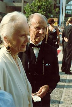 Description Jessica Tandy and Hume Cronyn at the 1988 Emmy Awards.jpg What do you get if you combind IM and SEO? Tv Actors, Actors & Actresses, Jessica Tandy, John Denver, Family Values, Ombre Color, Human Hair Extensions, Classic Hollywood, Comedians