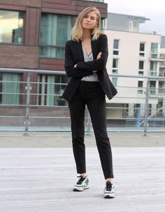office interview outfits - business professional outfits for interview Business Professional Outfits, Business Casual Outfits For Women, Business Outfits, Office Outfits, Work Outfits, Work Dresses, Work Attire, Business Casual Sneakers, Casual Trainers