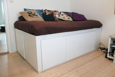 Bed with lots of storage made from simple IKEA cabinets! Ikea Sofas, Ikea Cabinets, Kitchen Cabinets, Kidsroom, Storage Chest, To My Daughter, Easy Diy, Room Decor, Modern