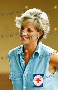 January 14, 1997: Diana, Princess of Wales at an orthopedic center in Luanda, Angola.