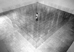 Claudio Parmiggiani a conçu cette installation d'un labyrinthe fait de vitres, au sein de la Galerie d'Art Moderne à Bologne en Italie. Dans...