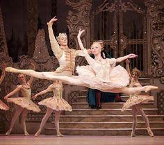 いいね!57件、コメント1件 ― The Royal Balletさん(@artoftheroyalballet)のInstagramアカウント: 「Steven McRae and Iana Salenko in Sir Peter Wright's 'The Nutcracker'. : Alice Pennefather…」