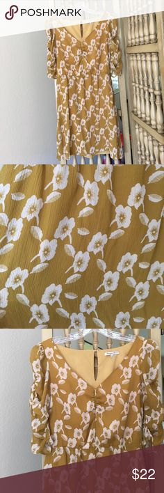 Mustard floral dress Madewell dress Bought this dress a few years back from Madewell. Dress is lined with pockets. Waist is elastic so provides some stretch. Length is 34 inches. A few loose threads, but otherwise in excellent used condition. Madewell Dresses
