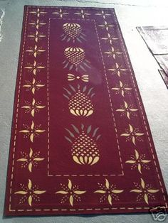 I love the pineapple design on this beautiful floor cloth! Painted Floor Cloths, Stenciled Floor, Painted Floors, Painted Rug, Prim Decor, Country Decor, Drop Cloth Rug, Art Deco Home, Floor Rugs