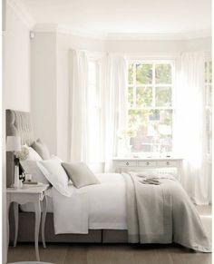 """白いカーテン""""を取り入れて、ナチュラルで清潔感あふれるお部屋づくり ... 圧迫感を部屋し、部屋を広く見せる効果があるとされてい"""