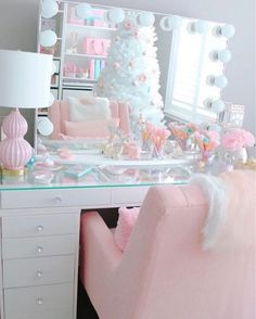 Beautiful Christmas Decorations Bedroom Girly Ideas You don't need to wait around for Christ Pink Bedroom Decor, Bedroom Decor For Teen Girls, Cute Bedroom Ideas, Decoration Bedroom, Cute Room Decor, Girl Bedroom Designs, Teen Girl Bedrooms, Pink Bedroom Design, Wall Decorations