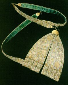 A sword hanger with cut work backed with what looks like velvet. ca. 1590, Kelingrove Museum, Glasgow