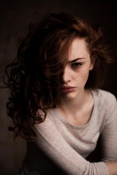 Freckles and auburn hair. Time to be brave! Pretty People, Beautiful People, Scarlett, Female Character Inspiration, Auburn Hair, Freckles, Pretty Face, Redheads, Red Hair