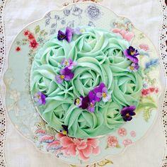 Rose cake with pansies. Beautiful!