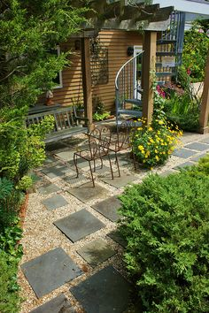 Square pavers in a gravel patio Square pavers/gravel patio. from Karl Gercen's photo stream www. Garden Pavers, Gravel Patio, Pergola Patio, Diy Patio, Backyard Patio, Backyard Landscaping, Backyard Ideas, Cement Patio, Pergola Ideas