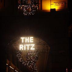 The Ritz at Christmas #dreamvenue #weddinggoals #weddingvenue #luxwedding #theritz #weddingvenueshopping #londonwedding #citywedding #piccadilly #arlingtonstreet #thisislondon #glamourouswedding #lux #glamour #christmasdecor #christmaswreath #christmas #christmaswedding #christmaslights #weddingblog #weddingblogger #londonblog #londonblogger #devinebride @theritzlondon
