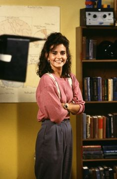 Courtney Cox was 😍 Friends Moments, Friends Cast, Friends Show, I Love My Friends, Friend Outfits, Girlfriends, Lauren Miller, Courtney Cox, 90s Outfit