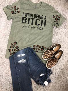 Vinyl Shirts, Mom Shirts, Cute Shirts, Bleach Shirt Diy, Diy Shirt, Cute Shirt Designs, Plus Size Fashionista, Custom Made Shirts, Sublime Shirt
