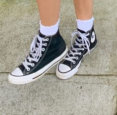 Moda Sneakers, High Top Sneakers, Cute Shoes, Me Too Shoes, All Star, Aesthetic Shoes, 80s Aesthetic, Dream Shoes, Chuck Taylor Sneakers