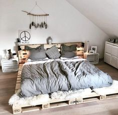 Fine 70 DIY Rustic Decor Ideas The lovely rustic decor plan is the part of this bedroom. The speaking charm of the bedroom is just because of it's heart-wining furniture design. Pallet Furniture, Furniture Design, Rustic Furniture, Cheap Furniture, Furniture Plans, Kids Furniture, Diy Living Room Furniture, Furniture Removal, Furniture Outlet