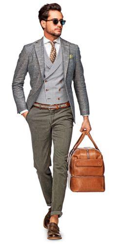 Acheter la tenue sur Lookastic:  https://lookastic.fr/mode-homme/tenues/blazer--chemise-de-ville-pantalon-chino-double-monks--cravate--ceinture-lunettes-de-soleil/5346  — Lunettes de soleil bleu marine  — Chemise de ville blanc  — Cravate á pois brun  — Pochette de costume vert  — Gilet écossais gris  — Blazer en laine gris  — Ceinture en cuir tressé brun  — Pantalon chino gris  — Fourre-tout en cuir brun  — Double monks en cuir brun foncé