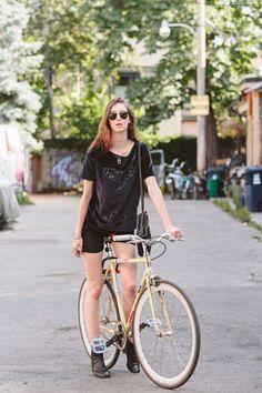 #Toronto Street Style: 25 beautiful photos of stylish people posing with stylish bikes