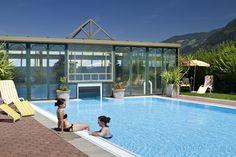 Tierischer Urlaub mit Hund im Zillertal Österreich Tirol Wellness - Pool (c) Gartenhotel Magdalena
