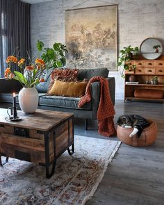 48 Stunning Spring Living Room Decor Ideas To Refresh Your Mind. 48 Stunning Spring Living Room Decor Ideas To Refresh Your Mind. The living room is the spot in our homes where we invested our energy for sitting in front of the […] Eclectic Living Room, Living Room Interior, Home Living Room, Living Room Designs, Apartment Living, Eclectic Decor, Warm Colours Living Room, Industrial Living Rooms, Midcentury Modern Living Room