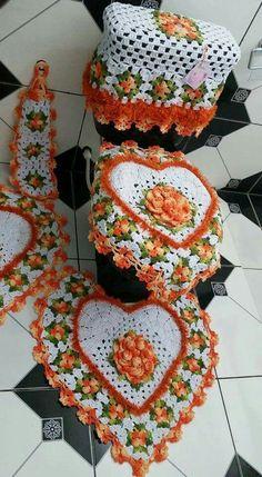 Jogo de banheiro | croche | barbante | coração | com flores