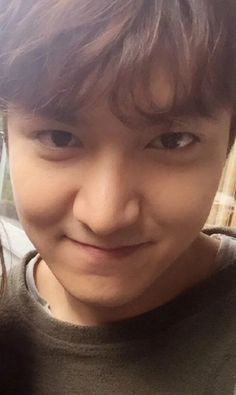 Lee Min Ho took a selfie with a member of the Bounty Hunters crew. She has been cropped out, Sniff!!