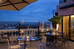 Quietly tucked away on the floor of The Terrass'' Hotel Montmartre you will find Le Terrass en Haut. This magical suntrap is a bar and restaurant combo with views of the Paris skyline. Paris Restaurants, Paris Hotels, Best Boutique Hotels, Best Hotels, Luxury Hotels, Paris Travel, France Travel, Hotel Montmartre, Travel