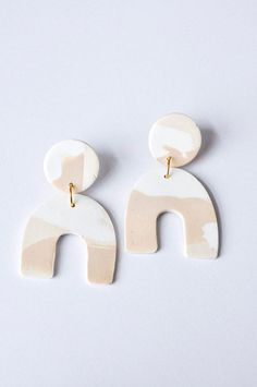 Arches in white and tan // polymer clay drop earrings, statement earrings, gift for her Clay Earrings, Polymer Clay Jewelry, Stud Earrings, Crafty Craft, Minimalist Jewelry, Craft Stores, Statement Earrings, Gifts For Her, Jewels
