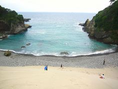 During our years in Japan, we spent summer vacations at Shimoda Beach. It is beautiful!