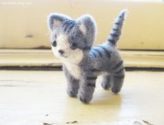 Mio Needle Felted Kitten von Furritales auf Etsy, $35,00