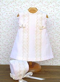 Beautiful Baby Dress, European. Faldón piqué rosa bolillo crudo