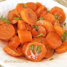 Este aliño de zanahorias es una de las clásicas tapas andaluzas. En muchos lugares de Huelva y el sur de Portugal añadden cilantro en lugar de perejil. Se puede añadir también un puñadito de orégano (en la foto).