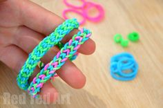 Inverted Fishtail Loom Band Pattern - this pattern ONLY uses your FINGERS. We found using fingers much easier for younger kids than using the Loom Band Boards.