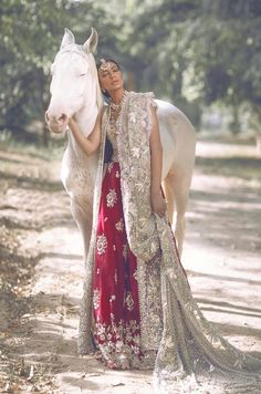 Indian wedding dresses are very beautiful. Usual indian bridal dresses made of chiffon or silk and adorned with elaborate embroidery, red or gold color. Wedding Dress Empire, Asian Wedding Dress, Red Wedding Dresses, Bridal Dresses, Wedding Outfits, Punjabi Wedding Dresses, Bridesmaid Gowns, Bridal Dupatta, Pakistani Bridal Wear